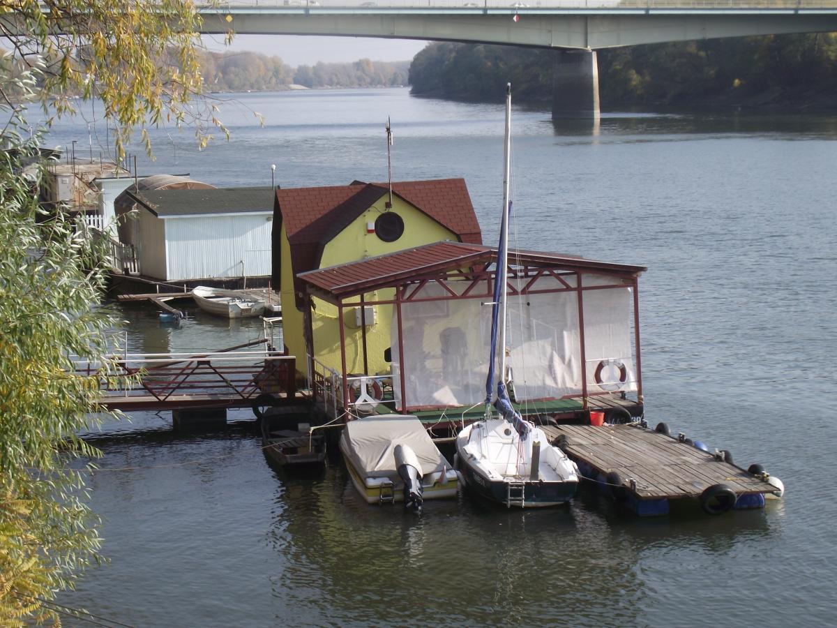 Szegedi úszóház